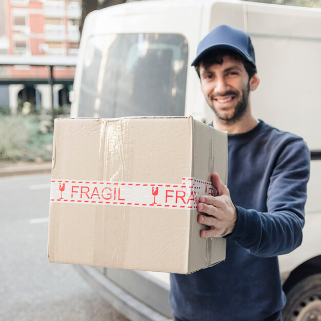 Cheap Interstate Removals Expert delivering the box of the fragile items